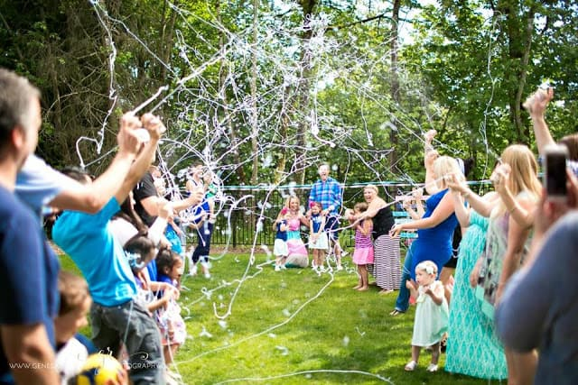 17 Tips To Throw An Unforgettable Gender Reveal Party